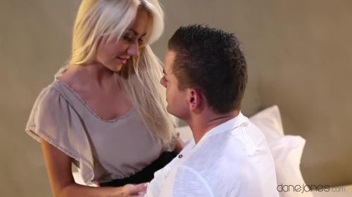 AV Sexyhub dj.12.12.18.horny-blonde-gets-a-late-night-fuck