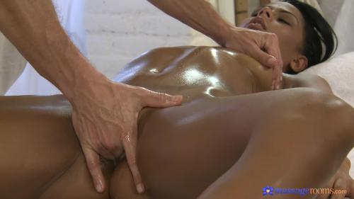 AV Sexyhub dj.12.12.30.tanned-beauty-encounters-a-thick-cock-during-massage