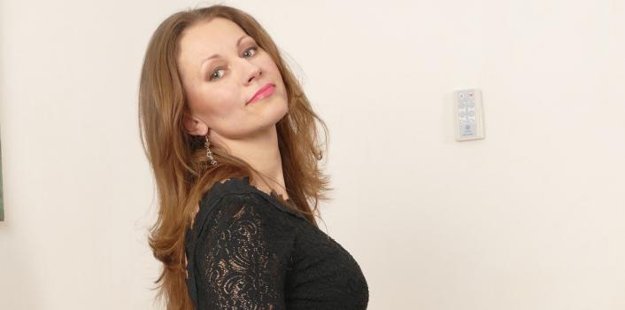 Mature.nl- Pretty MILF with a shaved pussy and beautiful tits