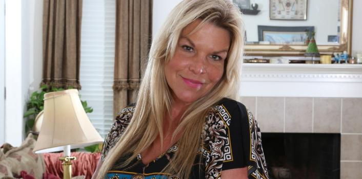 Mature.nl- Attractive flexible Blonde MILF with a great body