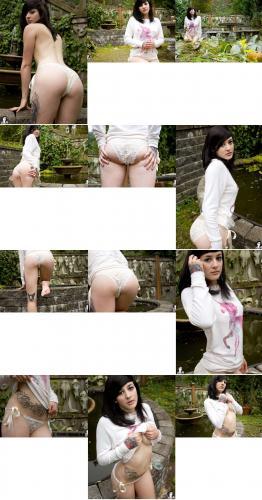 212732619_peatrie-fairytale_garden_42_nude_photos.jpg