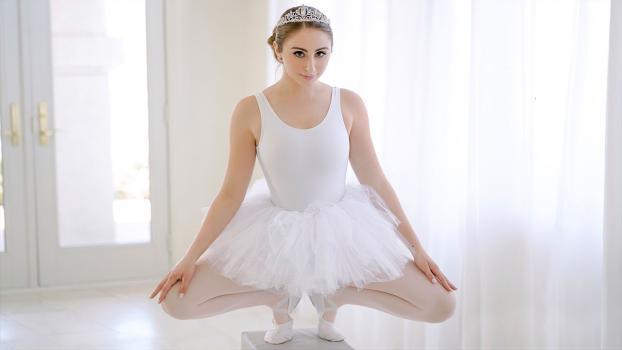 Exxxtra Small - Penelope Kay